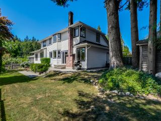 Photo 2: 5908 Boundary Place in Surrey: Panorama Ridge House for sale