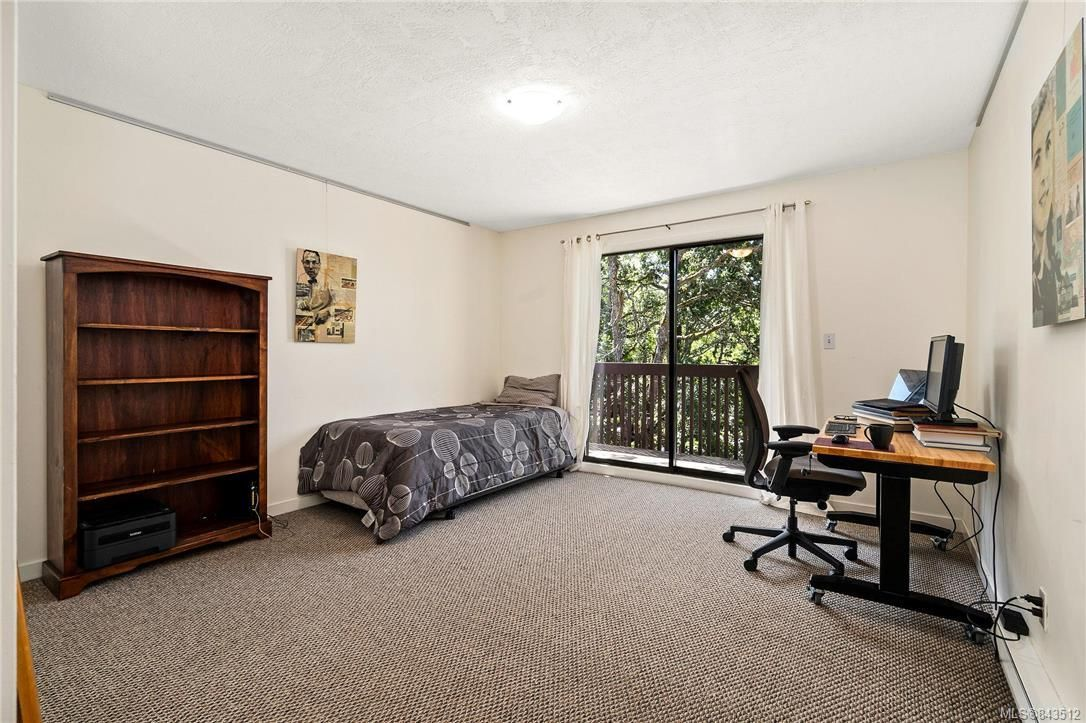 Photo 31: Photos: 950 Easter Rd in Saanich: SE Quadra House for sale (Saanich East)  : MLS®# 843512