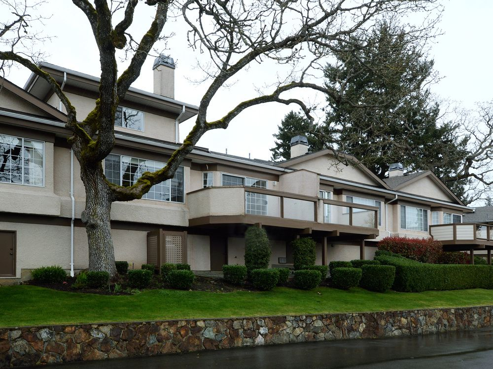 Main Photo: 40 901 Kentwood Lane in Saanich East: Townhouse for sale