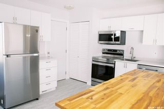 Photo 2: 117 Acadia Court in Saskatoon: West College Park Residential for sale : MLS®# SK870453