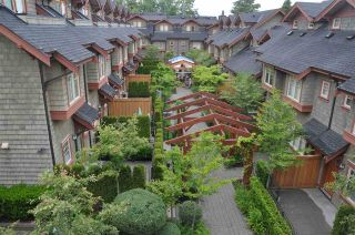 """Photo 1: 5976 OAK Street in Vancouver: Oakridge VW Townhouse for sale in """"MONTGOMERY TOWNHOMES"""" (Vancouver West)  : MLS®# R2278864"""