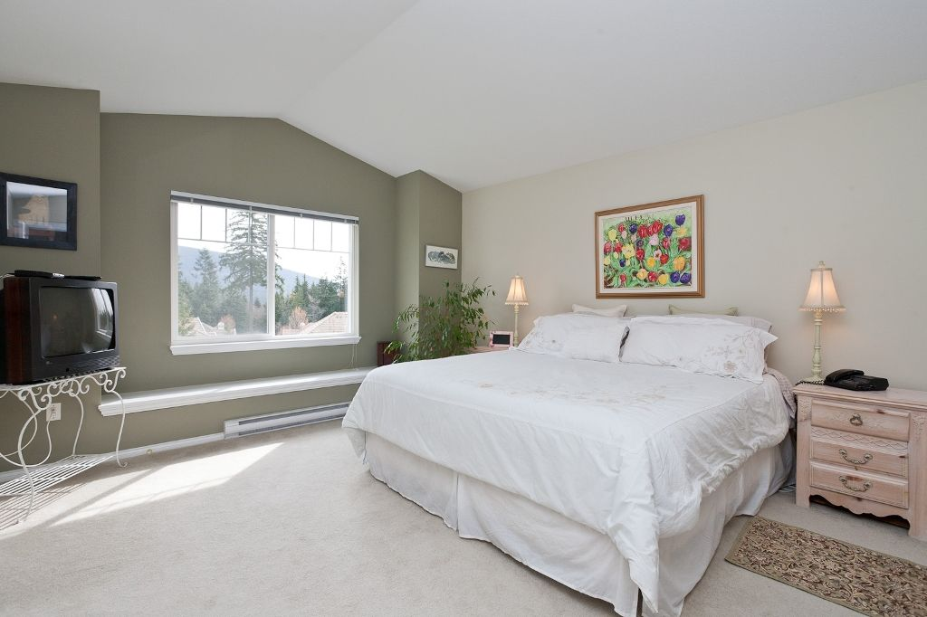 """Photo 11: Photos: 6 3405 PLATEAU Boulevard in Coquitlam: Westwood Plateau Townhouse for sale in """"PINNACLE RIDGE"""" : MLS®# V883094"""