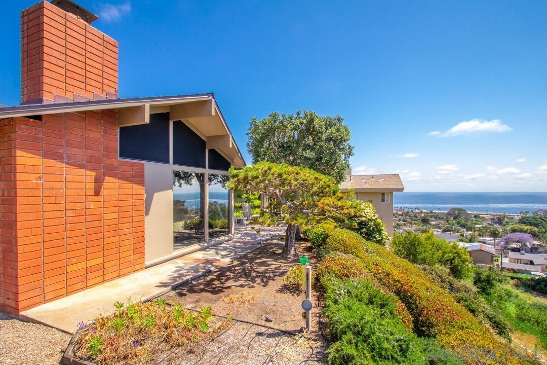 Main Photo: LA JOLLA House for sale : 3 bedrooms : 5570 Warbler Way