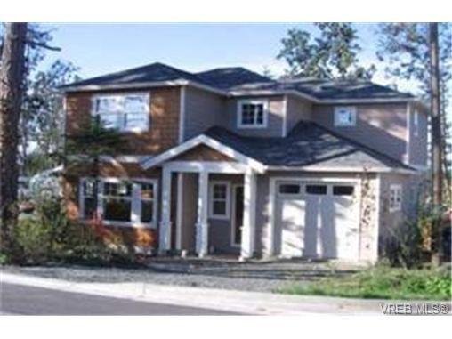 Main Photo: 10 4530 Pipeline Rd in VICTORIA: SW Royal Oak House for sale (Saanich West)  : MLS®# 348878