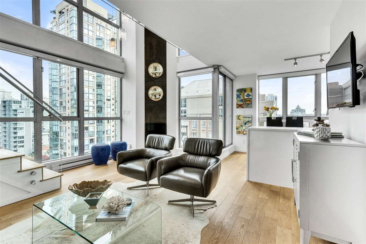 "Main Photo: 1207 1238 RICHARDS Street in Vancouver: Yaletown Condo for sale in ""Metropolis"" (Vancouver West)  : MLS®# R2515222"