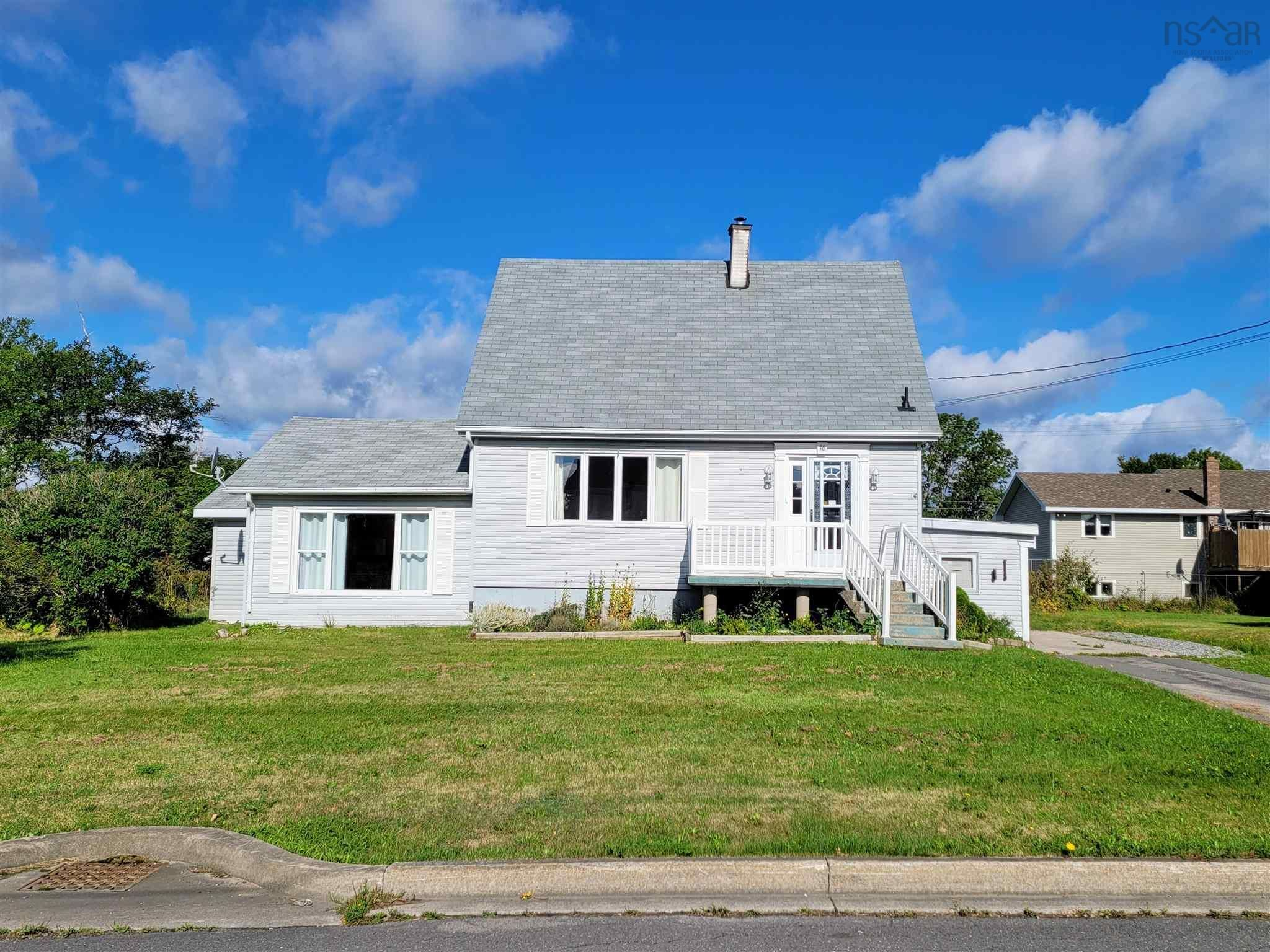 Main Photo: 16 Rosewood Avenue in Glace Bay: 203-Glace Bay Residential for sale (Cape Breton)  : MLS®# 202123398