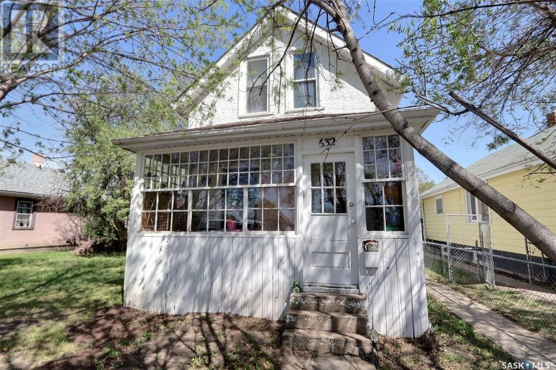 FEATURED LISTING: 632 8th ST E Prince Albert