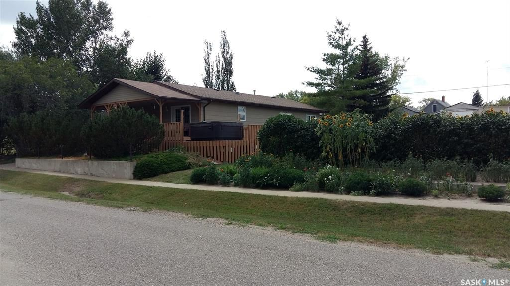 Main Photo: 28 2nd Street in Tompkins: Residential for sale : MLS®# SK782833