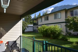 Photo 2: 9 450 THACKER Avenue in Hope: Hope Center Condo for sale : MLS®# R2611752