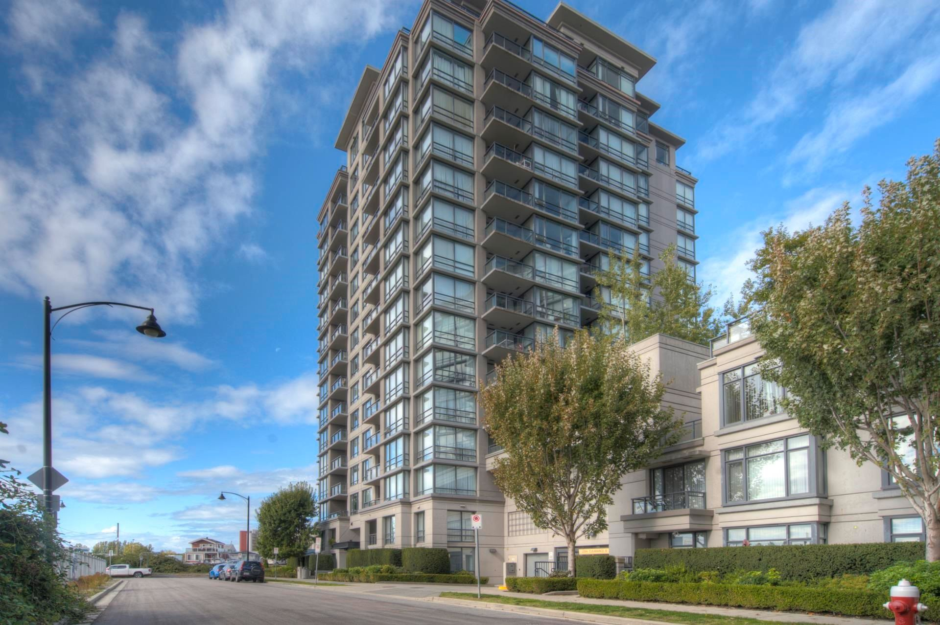 """Main Photo: 806 3333 CORVETTE Way in Richmond: West Cambie Condo for sale in """"Wall Centre at the Marina"""" : MLS®# R2622056"""