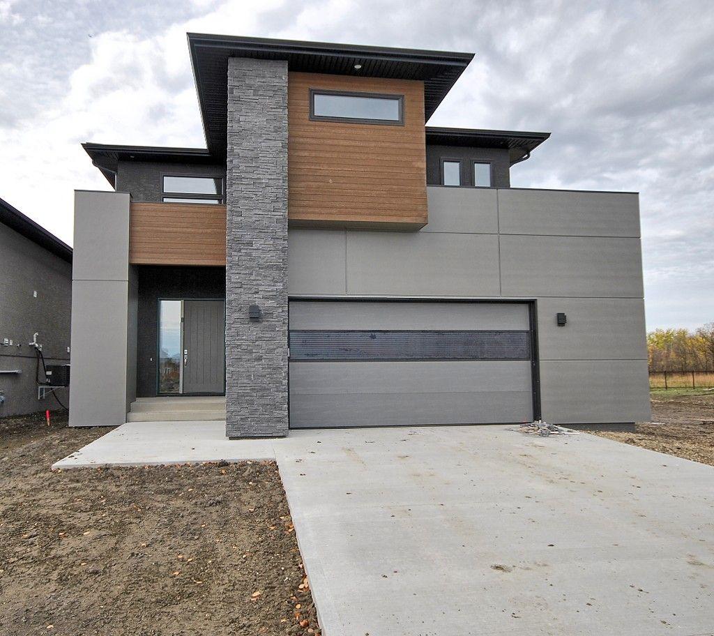 Main Photo: 12 Singleton Court in Winnipeg: Single Family Detached for sale : MLS®# 1615843