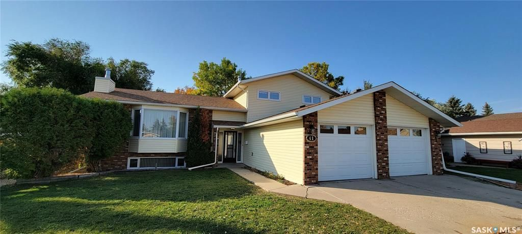 Main Photo: 41 Calypso Drive in Moose Jaw: VLA/Sunningdale Residential for sale : MLS®# SK871678