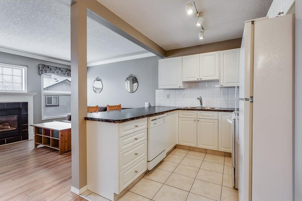 Photo 8: Photos: 137 MILLVIEW Square SW in Calgary: Millrise House for sale : MLS®# C4145951