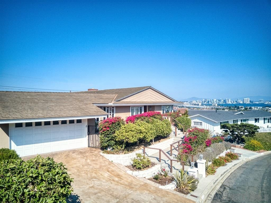 Main Photo: POINT LOMA House for sale : 3 bedrooms : 3528 Hugo Street in San Diego