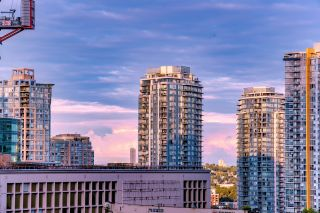"""Photo 7: 1017 788 RICHARDS Street in Vancouver: Downtown VW Condo for sale in """"L'HERMITAGE"""" (Vancouver West)  : MLS®# R2388898"""