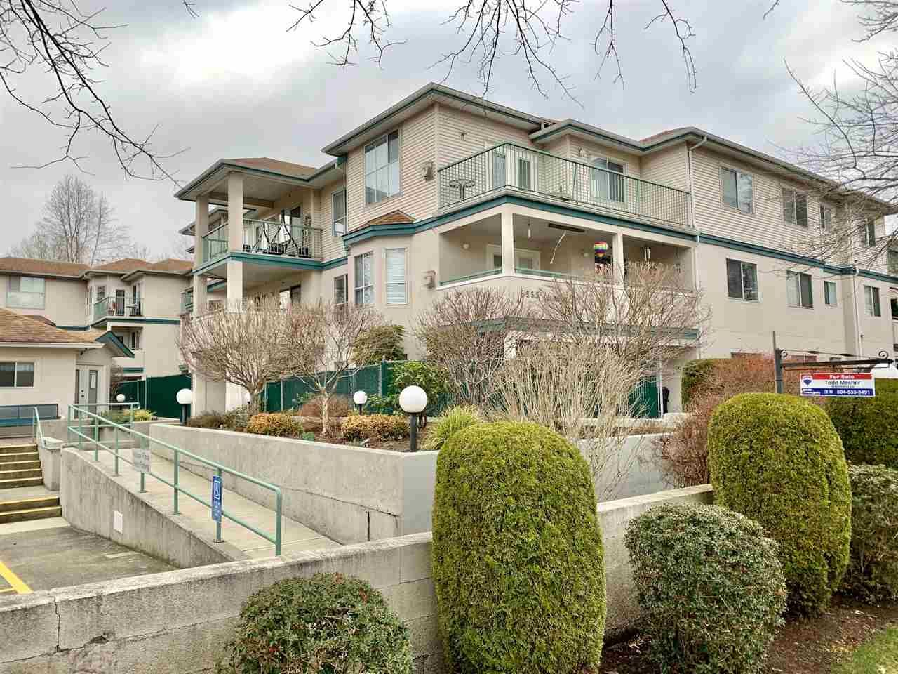 """Main Photo: 208 5955 177B Street in Surrey: Cloverdale BC Condo for sale in """"Windsor Place"""" (Cloverdale)  : MLS®# R2538115"""