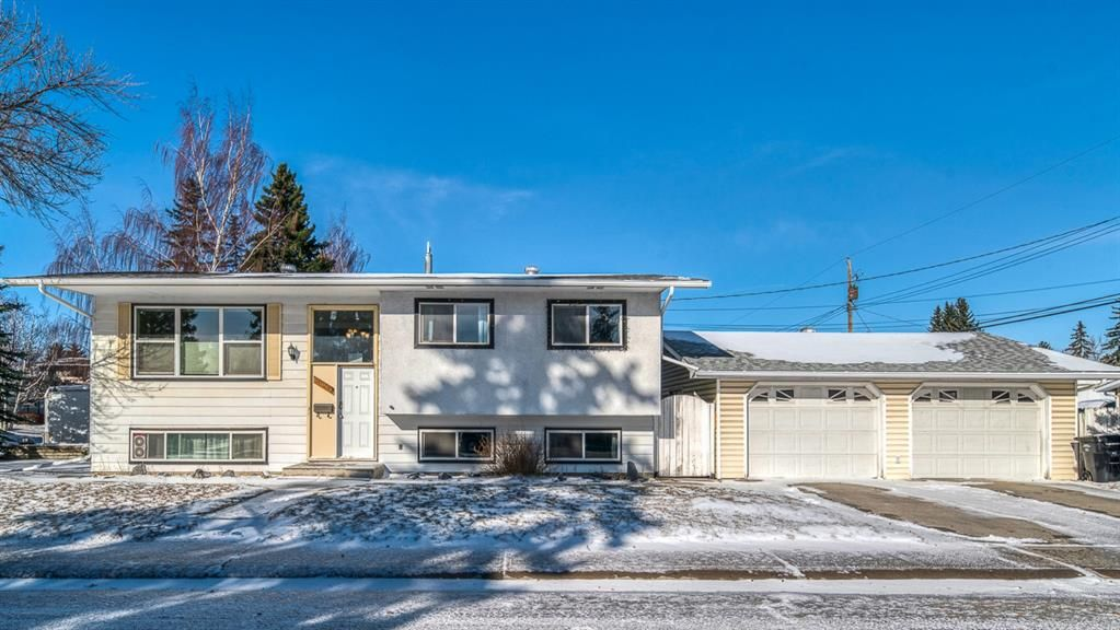 Main Photo: 10011 Warren Road SE in Calgary: Willow Park Detached for sale : MLS®# A1083323