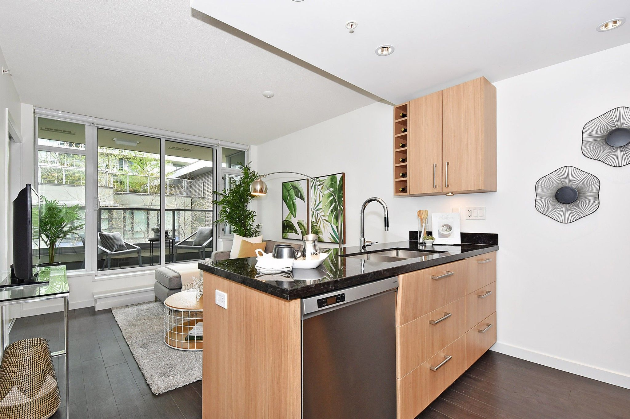 """Photo 9: Photos: 306 138 W 1ST Avenue in Vancouver: False Creek Condo for sale in """"WALL CENTRE FALSE CREEK"""" (Vancouver West)  : MLS®# R2360592"""
