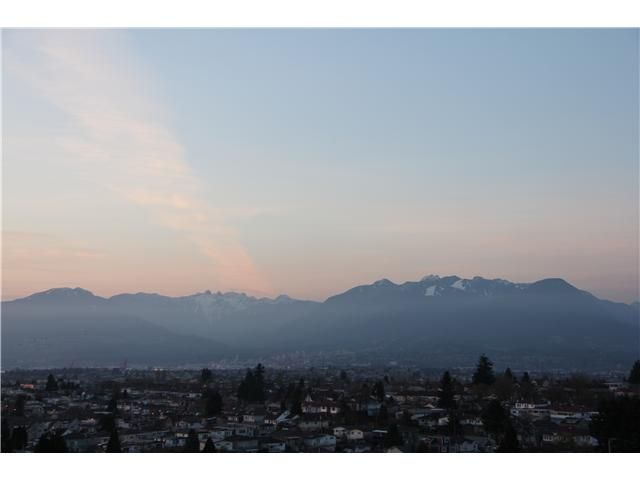 """Main Photo: 2108 5380 OBEN Street in Vancouver: Collingwood VE Condo for sale in """"URBA"""" (Vancouver East)  : MLS®# V999733"""