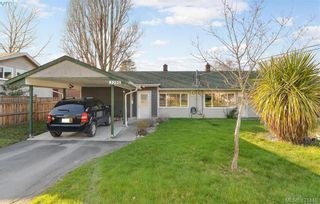 Photo 3: 3386/3390 Veteran St in VICTORIA: SE Mt Tolmie Full Duplex for sale (Saanich East)  : MLS®# 834043