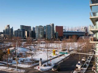 Photo 4: 306 1708 COLUMBIA STREET in Vancouver: False Creek Condo for sale (Vancouver West)  : MLS®# R2341537