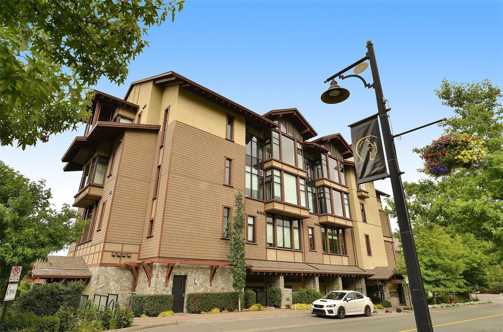 Main Photo: 302 2049 Country Club Way in : La Bear Mountain Condo for sale (Langford)  : MLS®# 882645