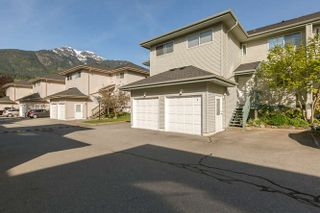 "Photo 1: 9 41449 GOVERNMENT Road in Squamish: Brackendale Townhouse for sale in ""Emerald Place"" : MLS®# R2170509"
