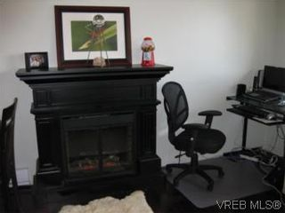 Photo 1: 8 738 Wilson St in VICTORIA: VW Victoria West Row/Townhouse for sale (Victoria West)  : MLS®# 506091
