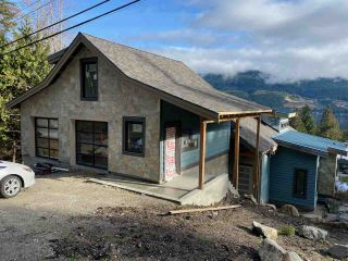 Photo 1: 6254 FAIRWAY Avenue in Sechelt: Sechelt District House for sale (Sunshine Coast)  : MLS®# R2523650