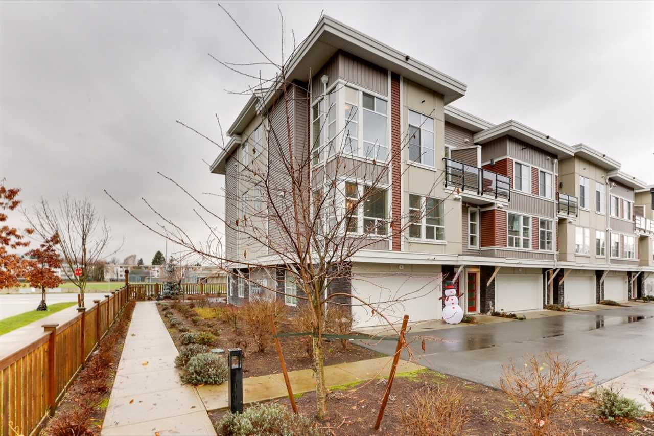 """Main Photo: 6 8466 MIDTOWN Way in Chilliwack: Chilliwack W Young-Well Townhouse for sale in """"MIDTOWN 2"""" : MLS®# R2556347"""