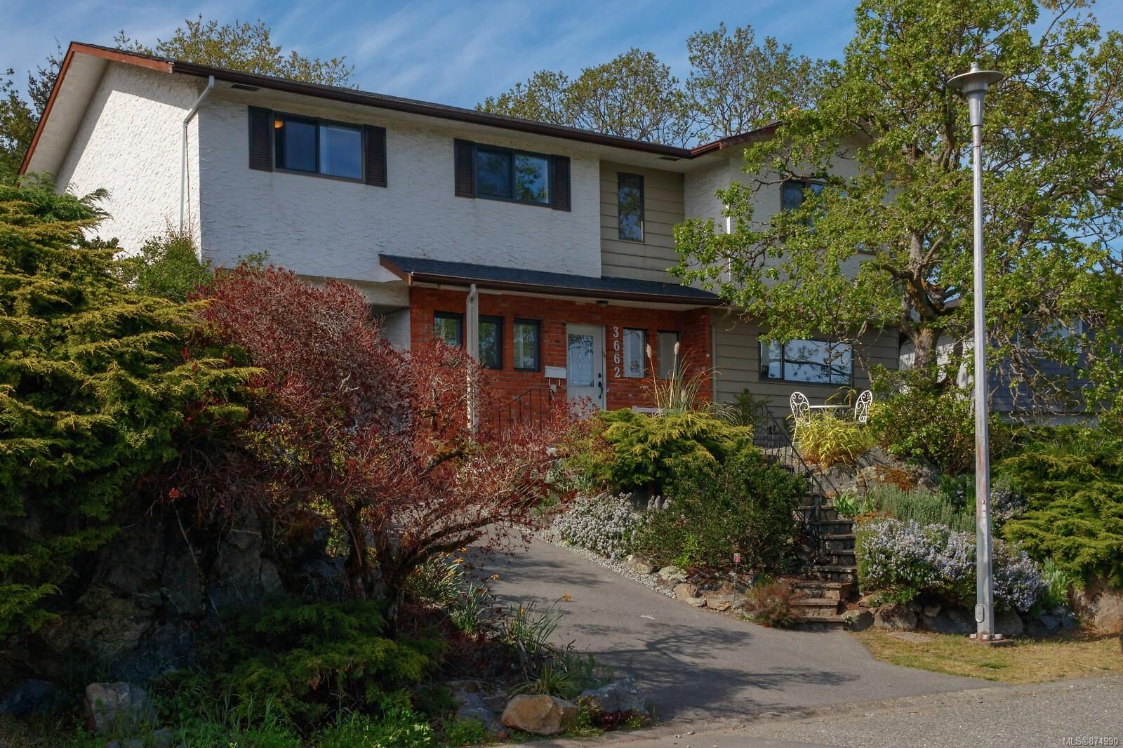 Main Photo: 3662 Dartmouth Pl in : SE Maplewood House for sale (Saanich East)  : MLS®# 874990