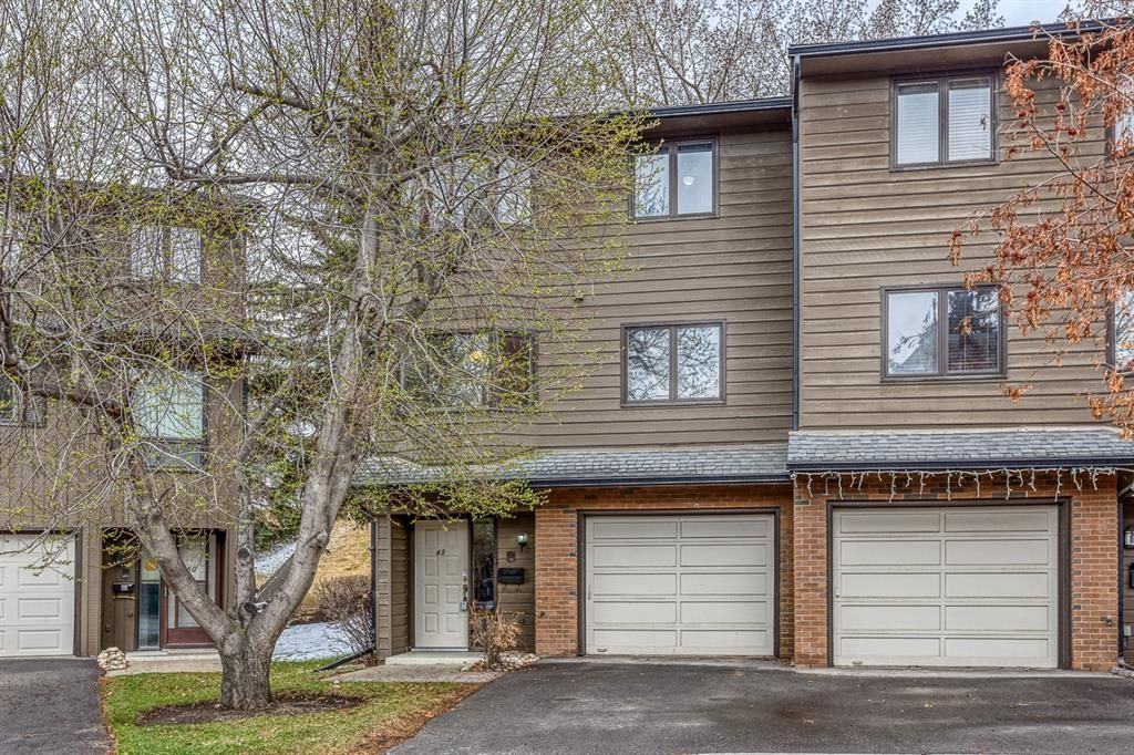 Main Photo: 48 23 Glamis Drive SW in Calgary: Glamorgan Row/Townhouse for sale : MLS®# A1099360