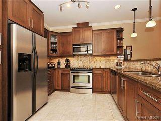 Photo 7: 526 Heatherdale Lane in VICTORIA: SW Royal Oak Row/Townhouse for sale (Saanich West)  : MLS®# 638198