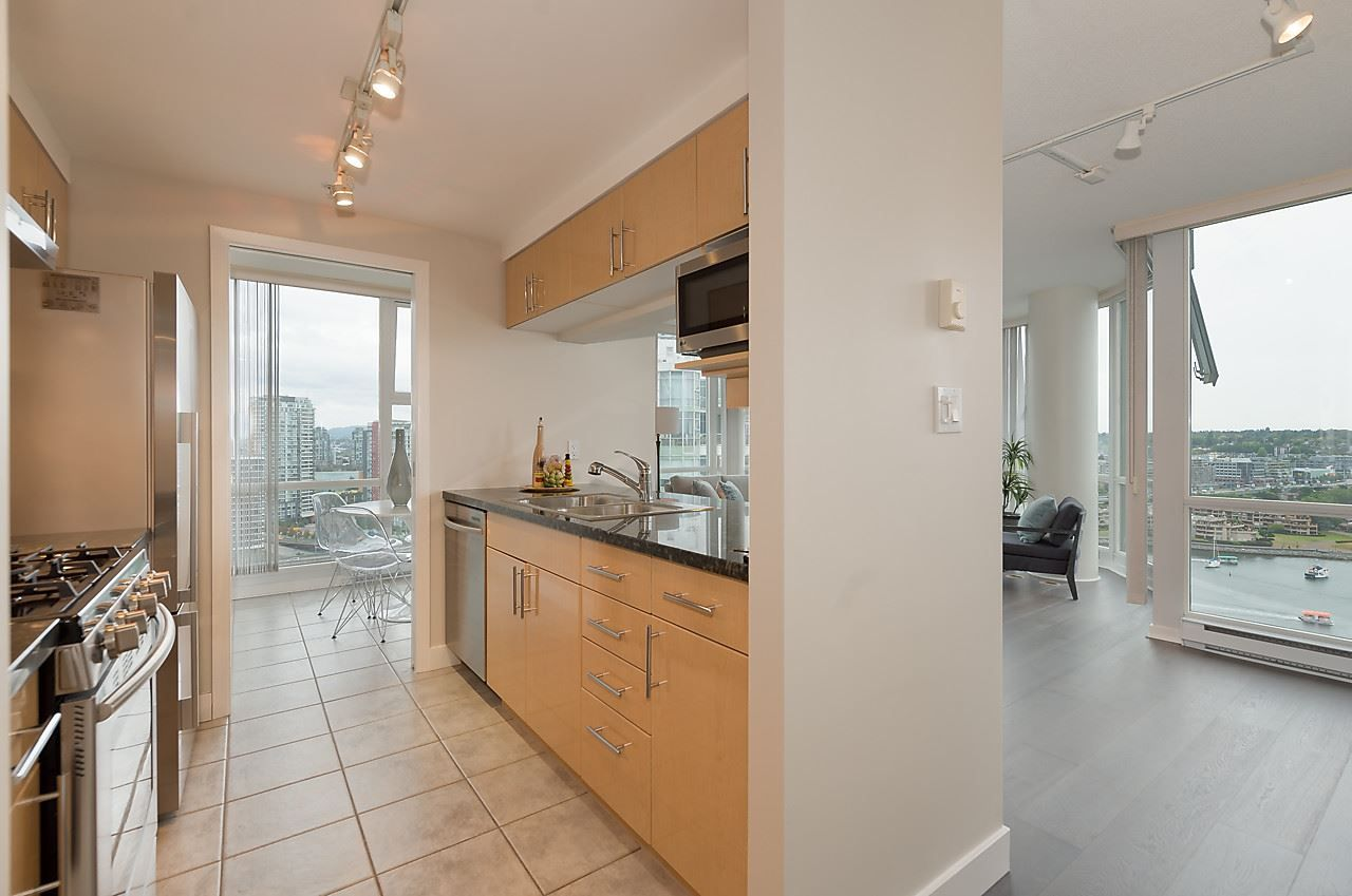 "Photo 6: Photos: 2508 193 AQUARIUS Mews in Vancouver: Yaletown Condo for sale in ""MARINASIDE RESORT RESIDENCES"" (Vancouver West)  : MLS®# R2106066"