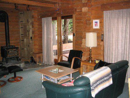 Photo 5: Photos: Cozy Log Cabin in the Heart of Whistler