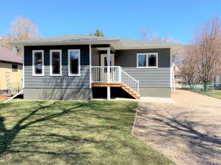 Photo 3: 136 5th Avenue Southwest in Dauphin: Southwest Residential for sale (R30 - Dauphin and Area)  : MLS®# 202110889