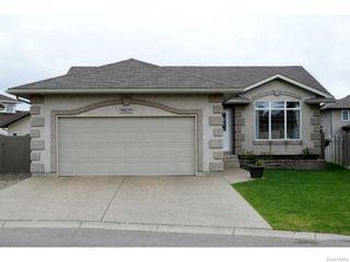 Photo 1: 8029 SHORTGRASS Bay in Regina: Fairways West Residential for sale : MLS®# SK611118