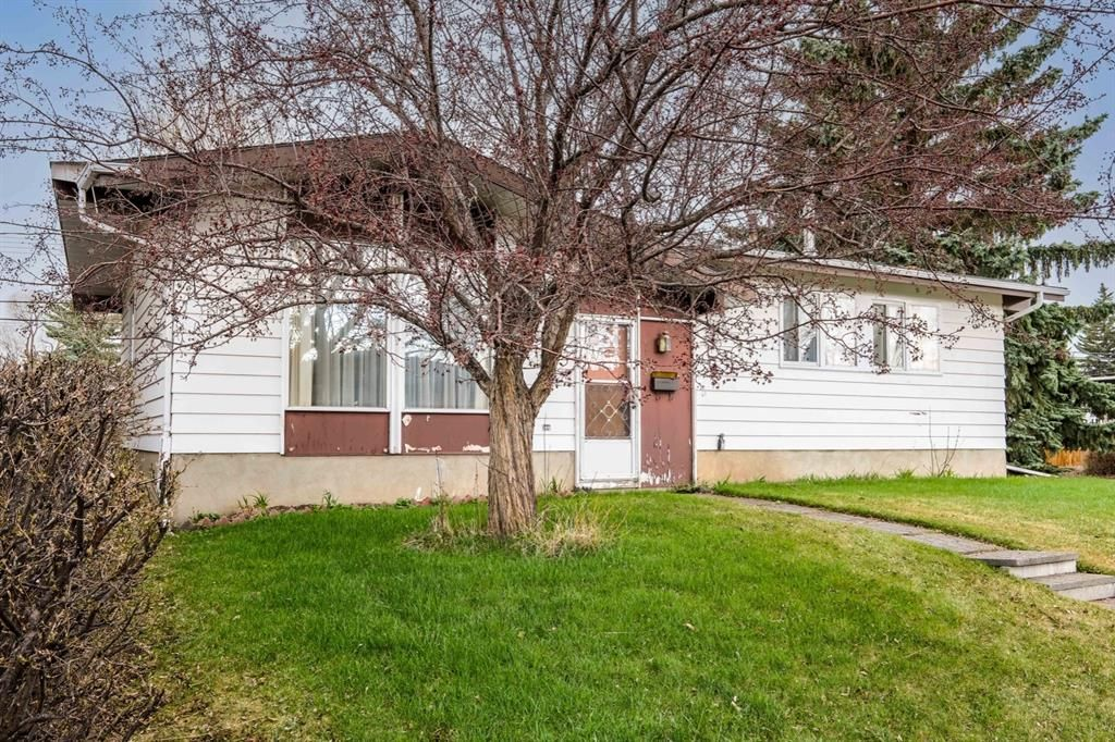 Main Photo: 6123 34 Street SW in Calgary: Lakeview Detached for sale : MLS®# A1104581