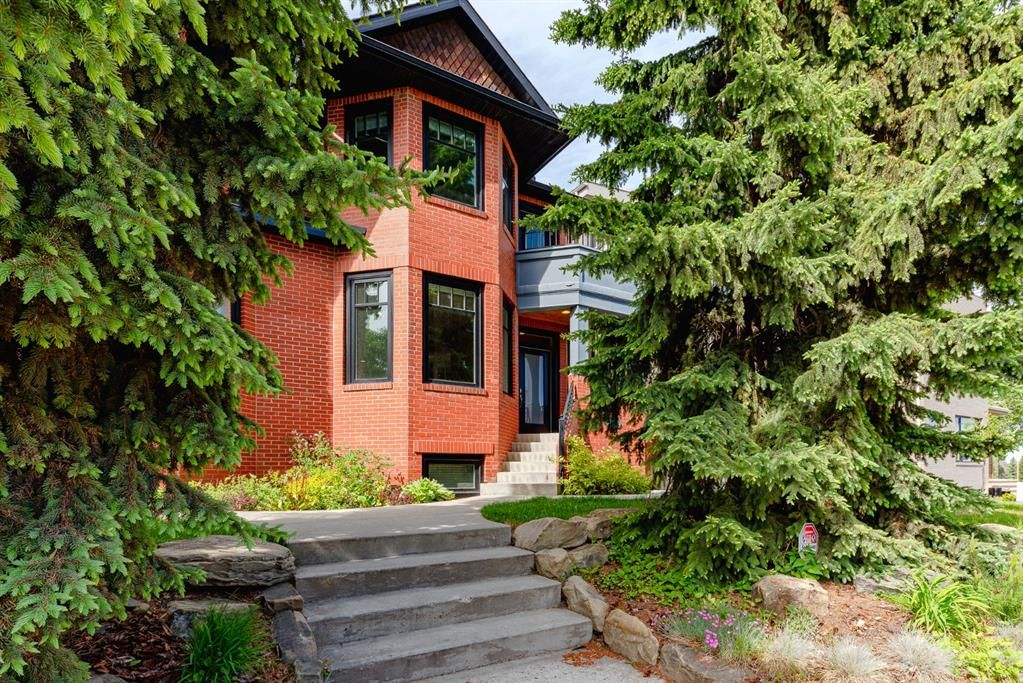 Main Photo: 1708 31 Avenue SW in Calgary: South Calgary Semi Detached for sale : MLS®# A1118216