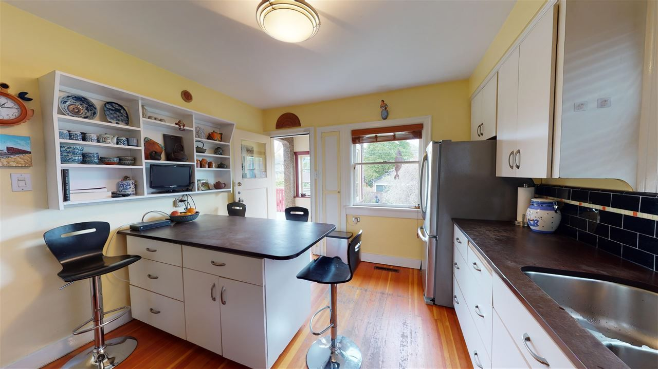Photo 9: Photos: 2521 KITCHENER Street in Vancouver: Renfrew VE House for sale (Vancouver East)  : MLS®# R2573364
