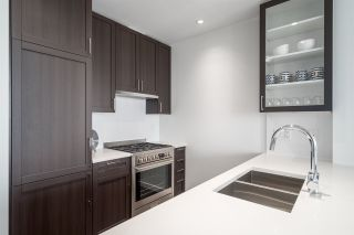 """Photo 11: 3202 5515 BOUNDARY Road in Vancouver: Collingwood VE Condo for sale in """"Wall Centre Central Park"""" (Vancouver East)  : MLS®# R2208071"""