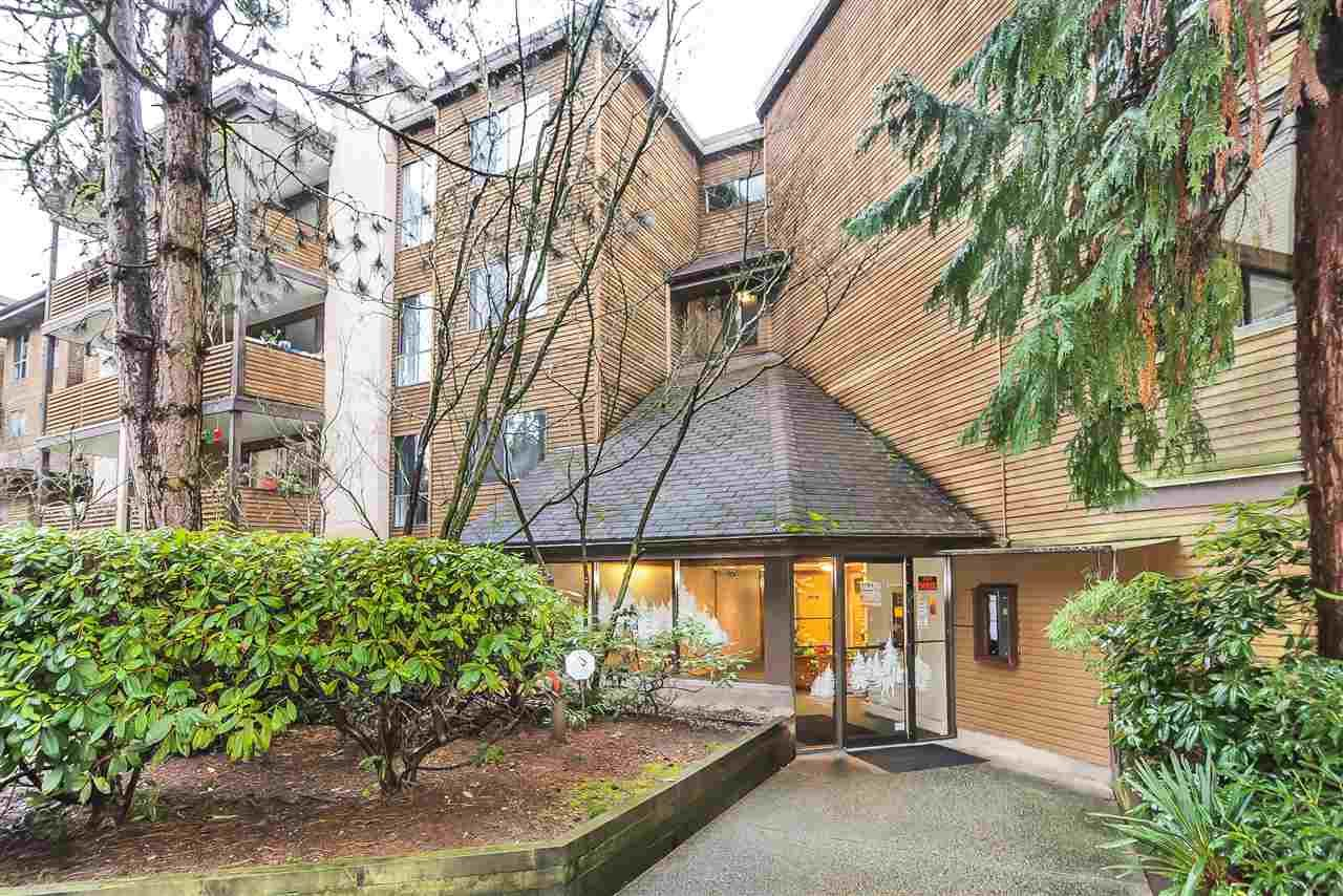 """Main Photo: 112 10626 151A Street in Surrey: Guildford Condo for sale in """"Lincoln's Hill"""" (North Surrey)  : MLS®# R2425033"""