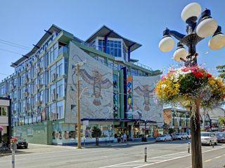 Photo 1: 311 1061 Fort St in : Vi Downtown Condo for sale (Victoria)  : MLS®# 866095