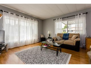 """Photo 3: 25 15875 20 Avenue in Surrey: King George Corridor Manufactured Home for sale in """"Searidge Bays"""" (South Surrey White Rock)  : MLS®# R2195866"""