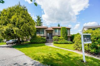 Photo 1: 6377 SUNDANCE Drive in Surrey: Cloverdale BC House for sale (Cloverdale)  : MLS®# R2593905