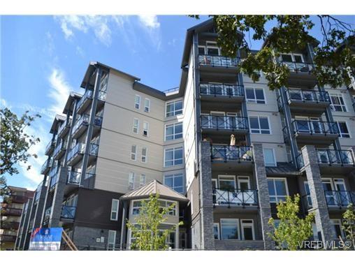 Main Photo: 111 924 Esquimalt Rd in VICTORIA: Es Old Esquimalt Condo for sale (Esquimalt)  : MLS®# 654087