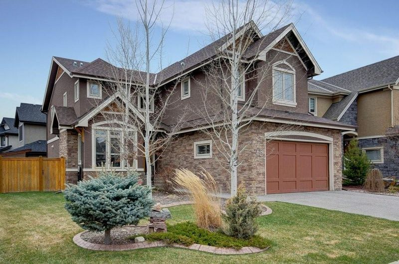 FEATURED LISTING: 48 WEST COACH Road Southwest Calgary