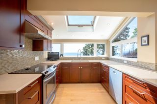 Photo 8: 90 HEAD Road in Gibsons: Gibsons & Area House for sale (Sunshine Coast)  : MLS®# R2194939