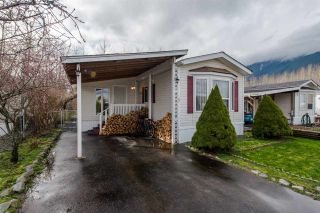 """Photo 1: 29 41168 LOUGHEED Highway in Mission: Dewdney Deroche Manufactured Home for sale in """"OASIS COUNTRY ESTATES"""" : MLS®# R2042355"""