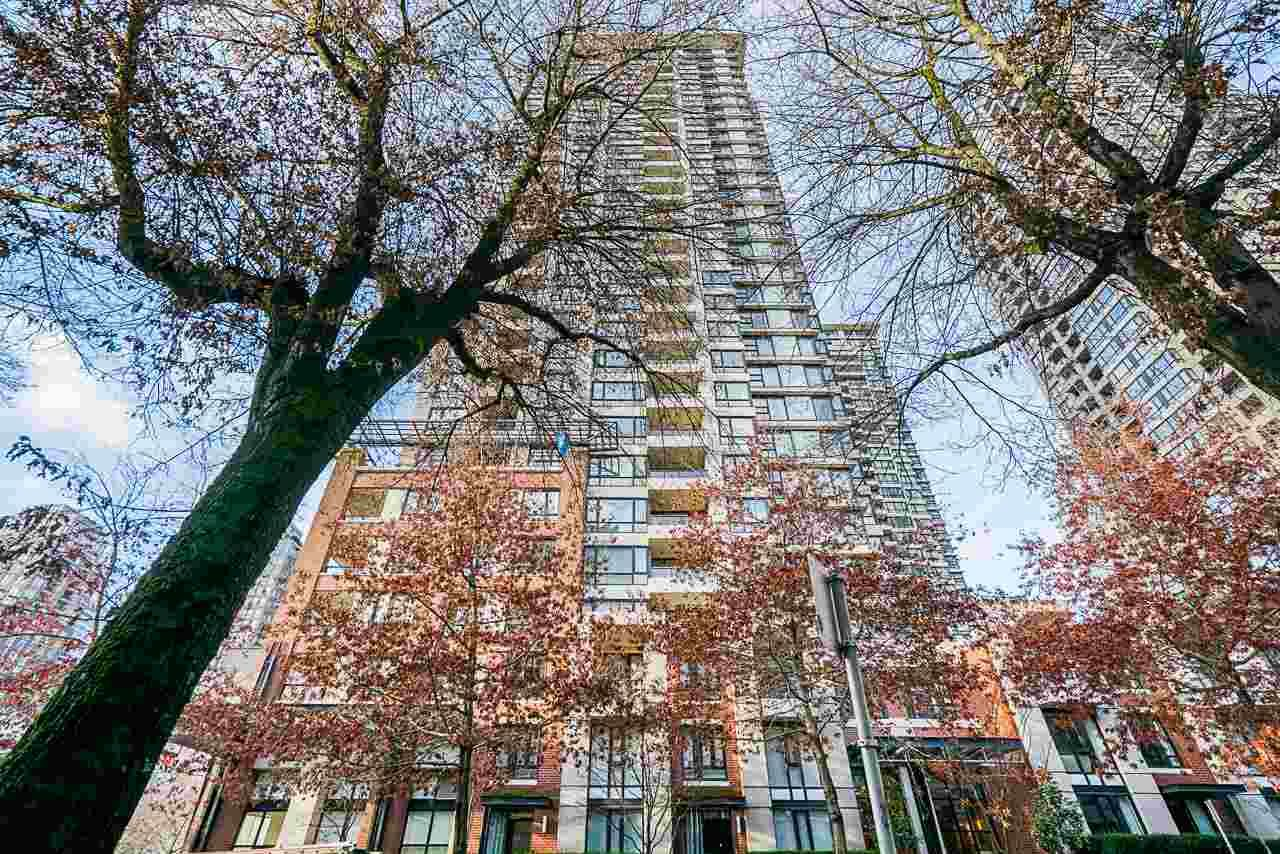 """Main Photo: 1407 977 MAINLAND Street in Vancouver: Yaletown Condo for sale in """"YALETOWN PARK 3"""" (Vancouver West)  : MLS®# R2524539"""